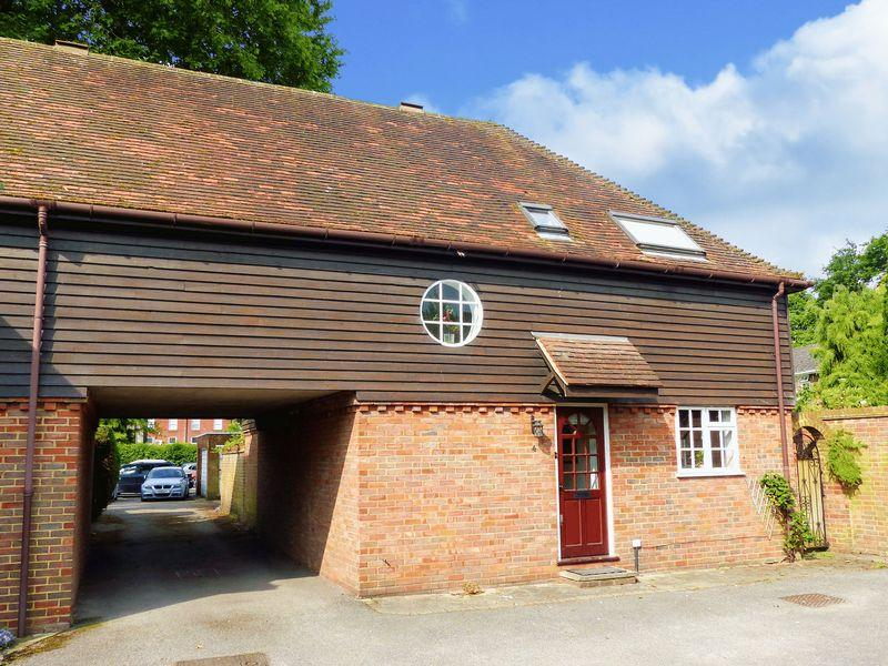 3 Bedrooms End Of Terrace House for sale in Archers Court Marlow