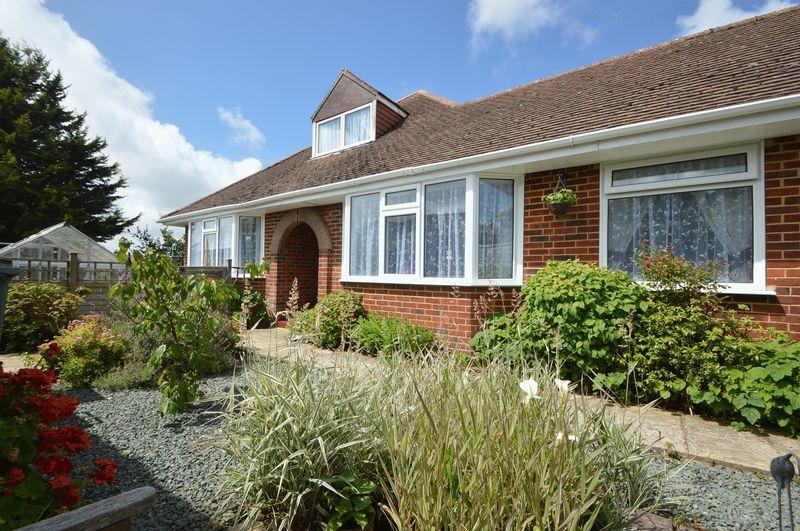 3 Bedrooms Detached Bungalow for sale in ELMFIELD,RYDE