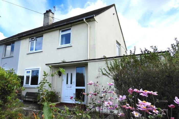 4 Bedrooms Town House for sale in 2 Redruth Road, HELSTON, TR13