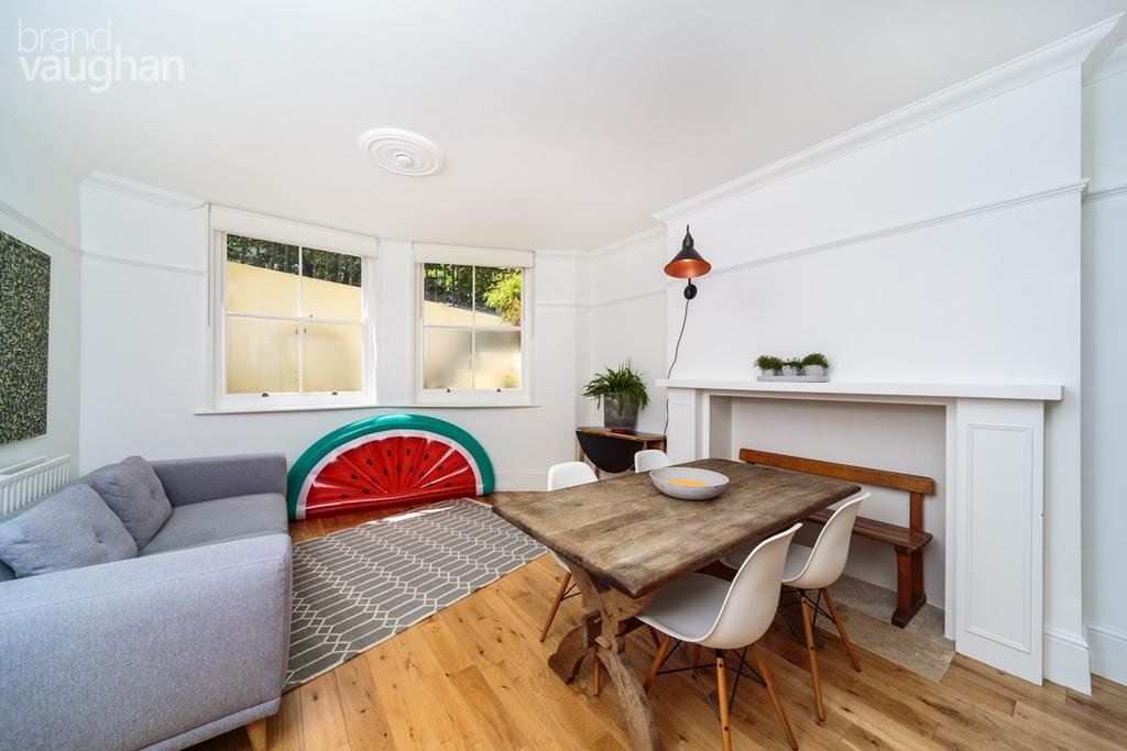 2 Bedrooms Flat for sale in Powis Square, Brighton, BN1