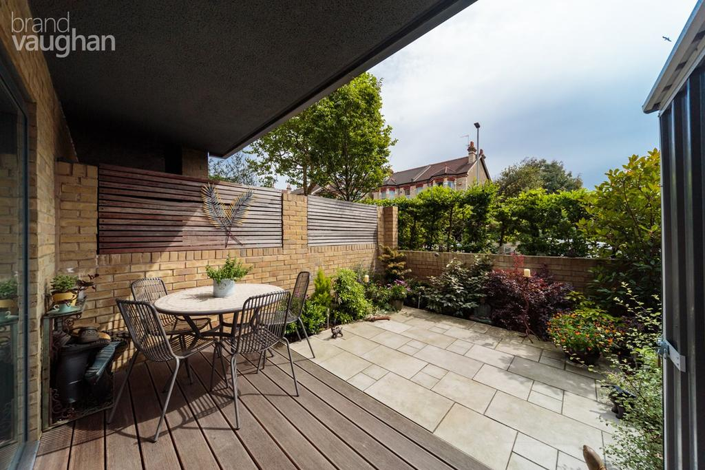 3 Bedrooms Apartment Flat for sale in Goldstone Crescent, Hove, BN3