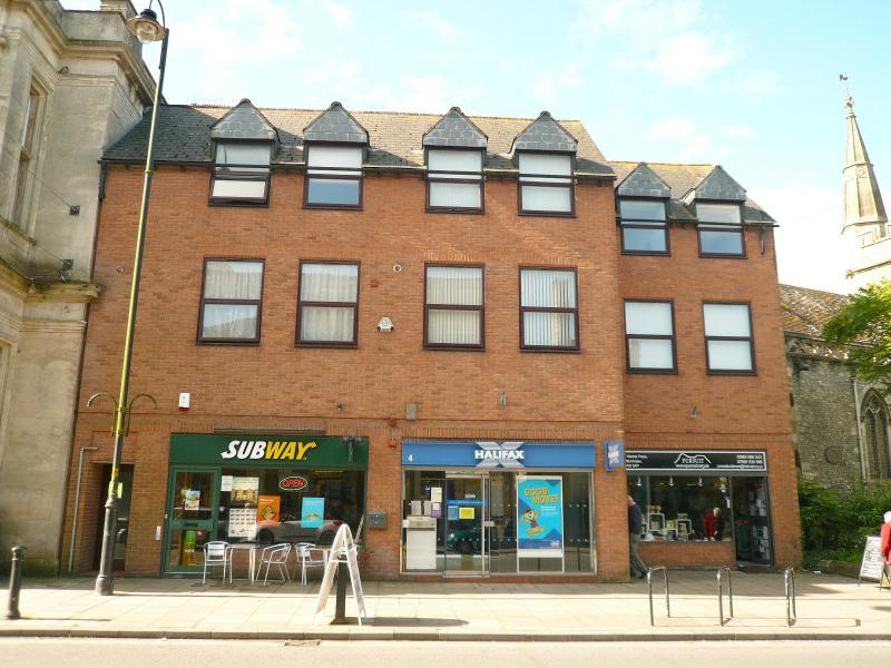 2 Bedrooms Apartment Flat for sale in Market Place, WARMINSTER, BA12