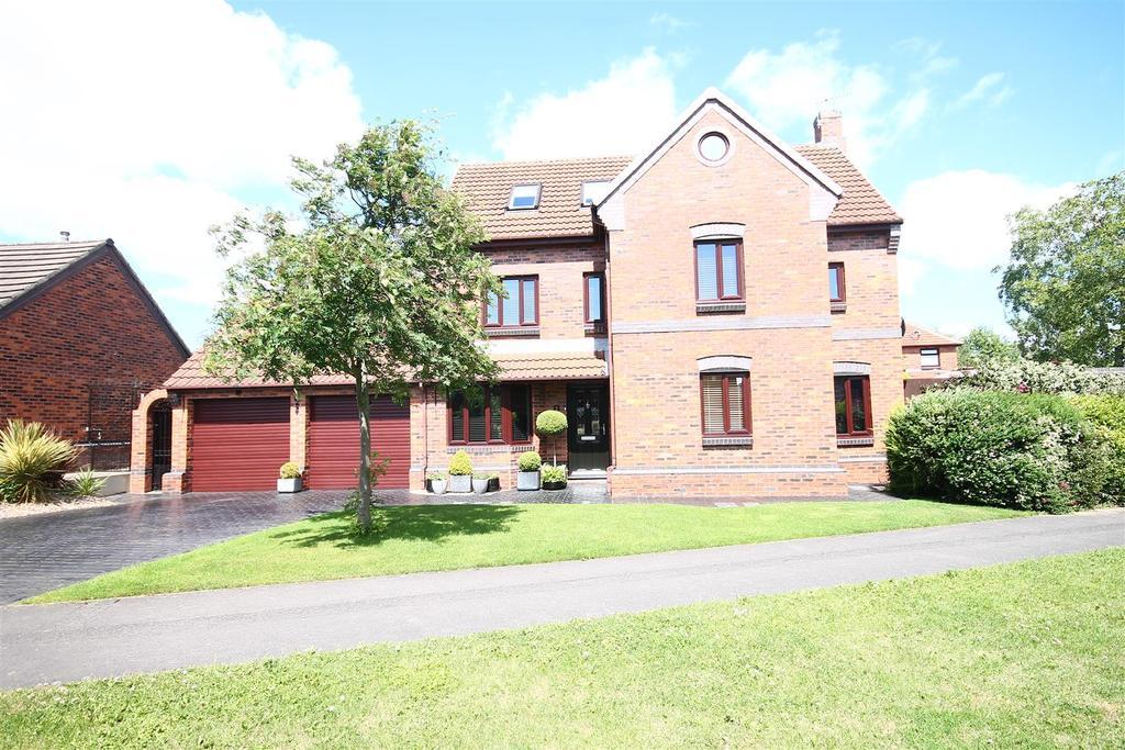5 Bedrooms Detached House for sale in Thorington Gardens, Ingleby Barwick, Stockton-On-Tees