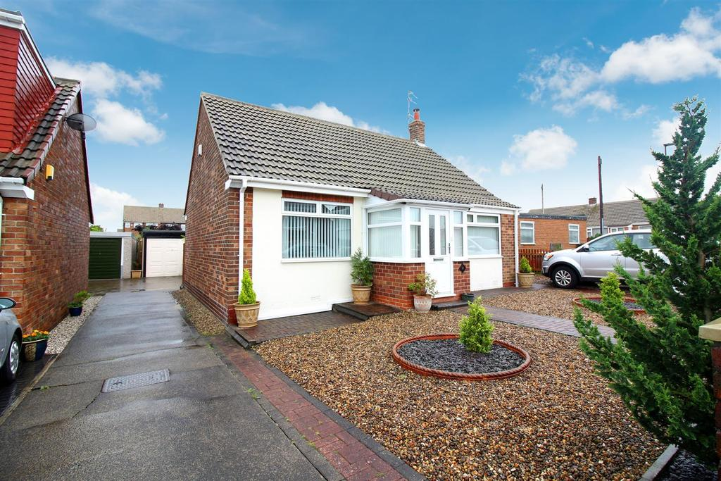 2 Bedrooms Detached Bungalow for sale in Harbottle Avenue, Shiremoor, Newcastle Upon Tyne