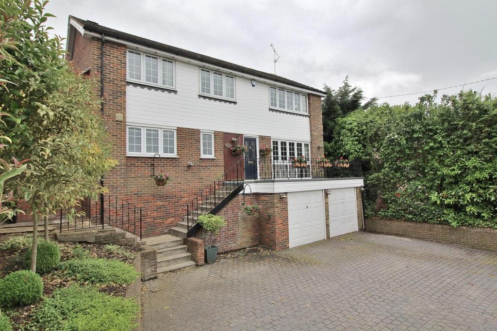 4 Bedrooms Detached House for sale in Main Road, Danbury, Chelmsford, Essex, CM3