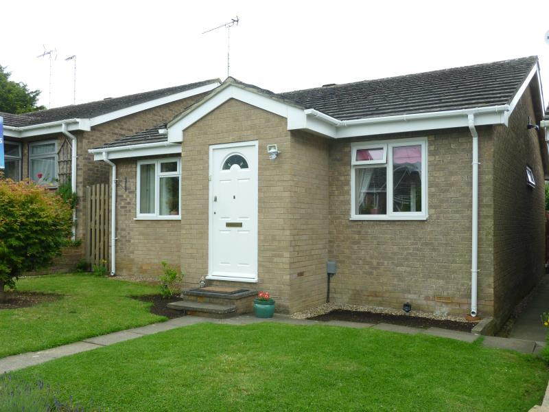 3 Bedrooms Detached House for sale in Edgeworth Drive, Carterton, Oxon