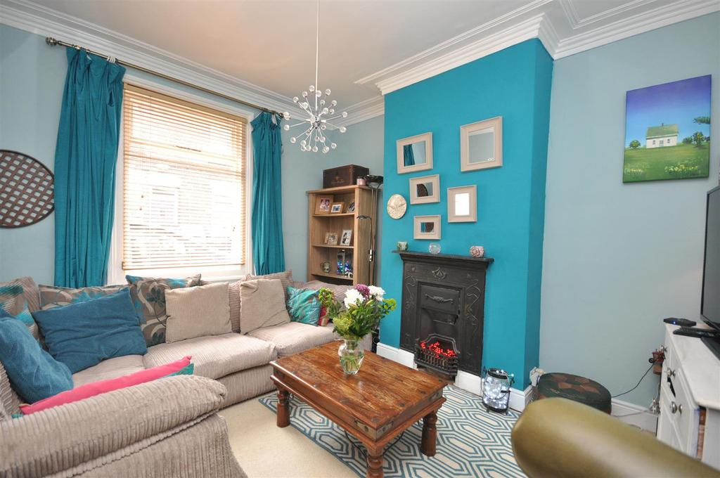 2 Bedrooms Terraced House for sale in St Pauls Terrace, Holgate, York
