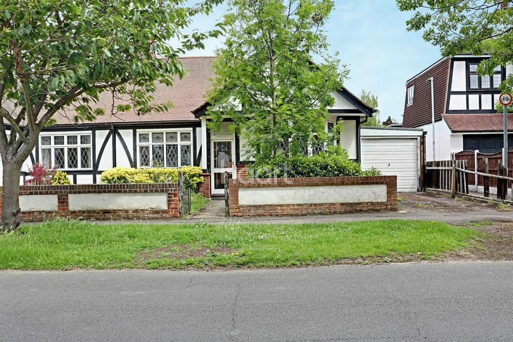 3 Bedrooms Bungalow for sale in Little Gaynes Lane