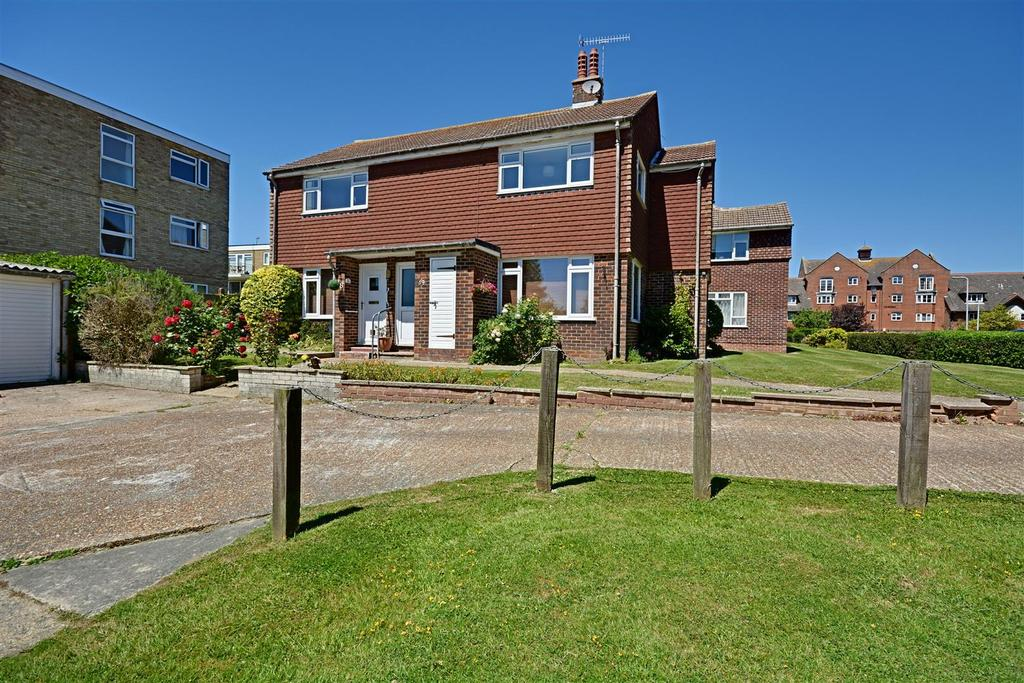 2 Bedrooms Flat for sale in Mayfield Way, Bexhill-On-Sea