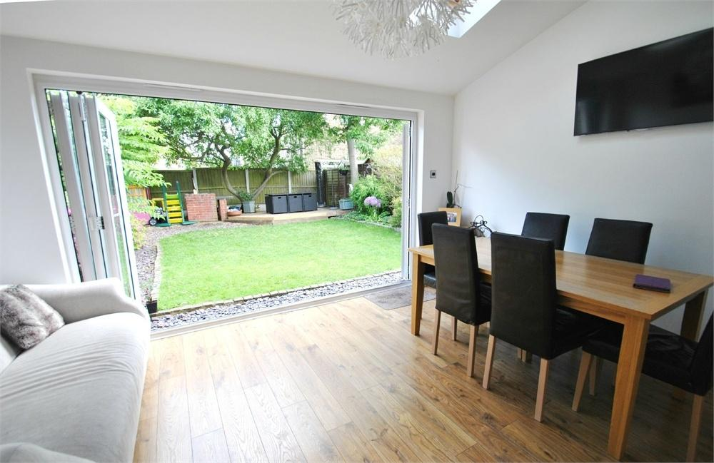 3 Bedrooms Semi Detached House for sale in Gilpin Way, White Court, Gt Notley, BRAINTREE, Essex