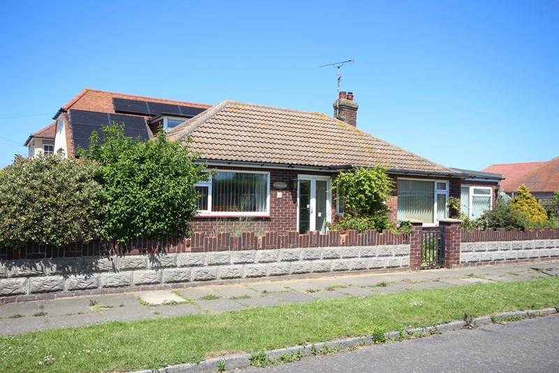 2 Bedrooms Detached Bungalow for sale in Queensway, Holland on Sea