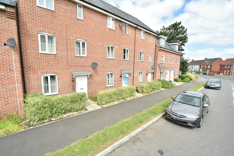 3 Bedrooms Terraced House for sale in Hundred Acre Way, Red Lodge, Bury St. Edmunds
