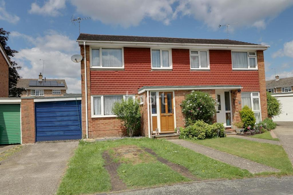 3 Bedrooms Semi Detached House for sale in Clandon Court
