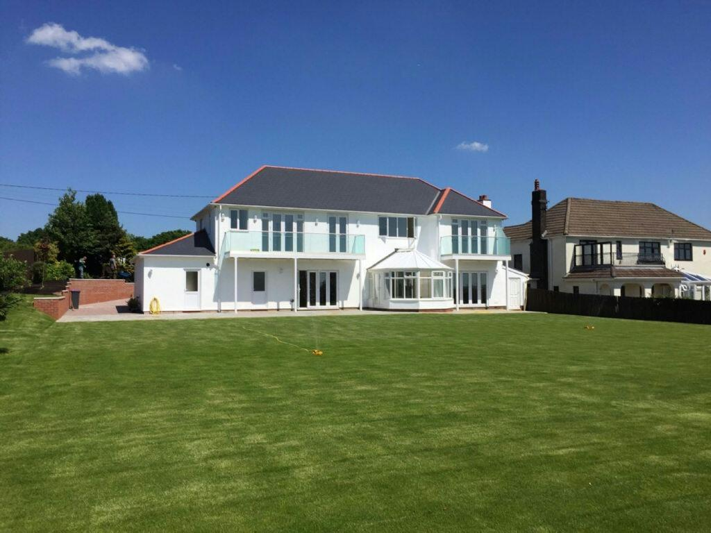 6 Bedrooms Detached House for sale in Sluvad Road, New Inn, Pontypool