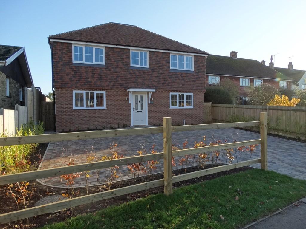 4 Bedrooms Detached House for sale in Marden, Kent