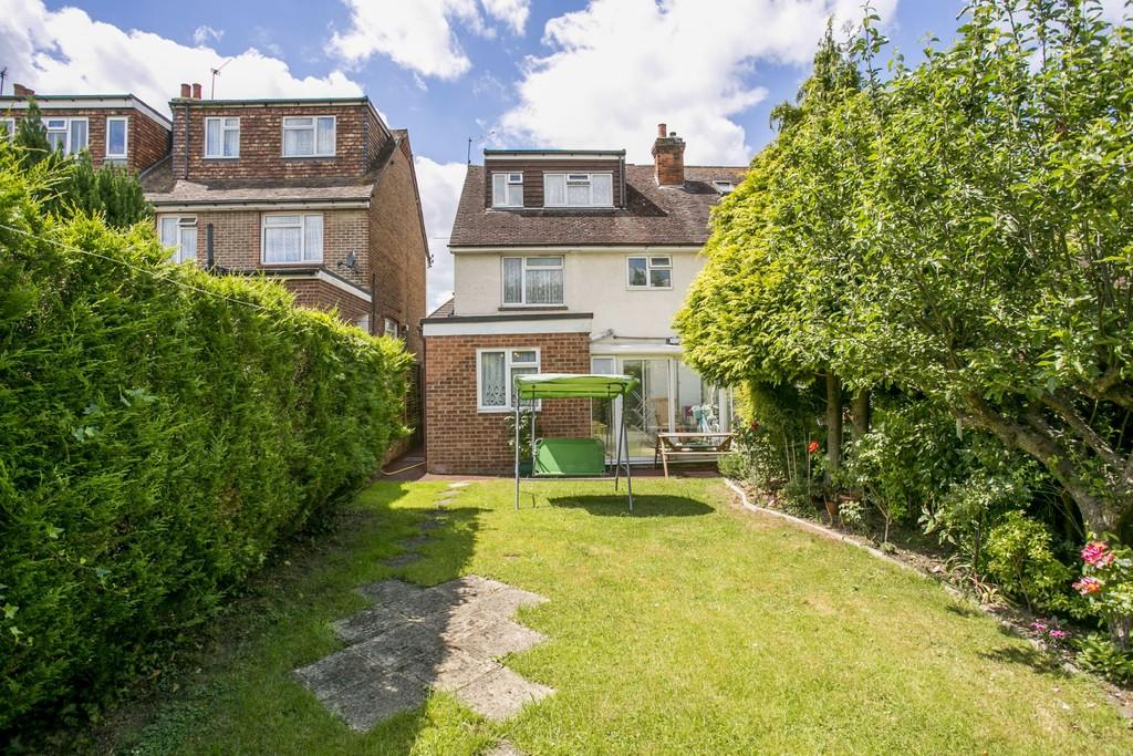 3 Bedrooms Semi Detached House for sale in Goldsmid Road, Tonbridge