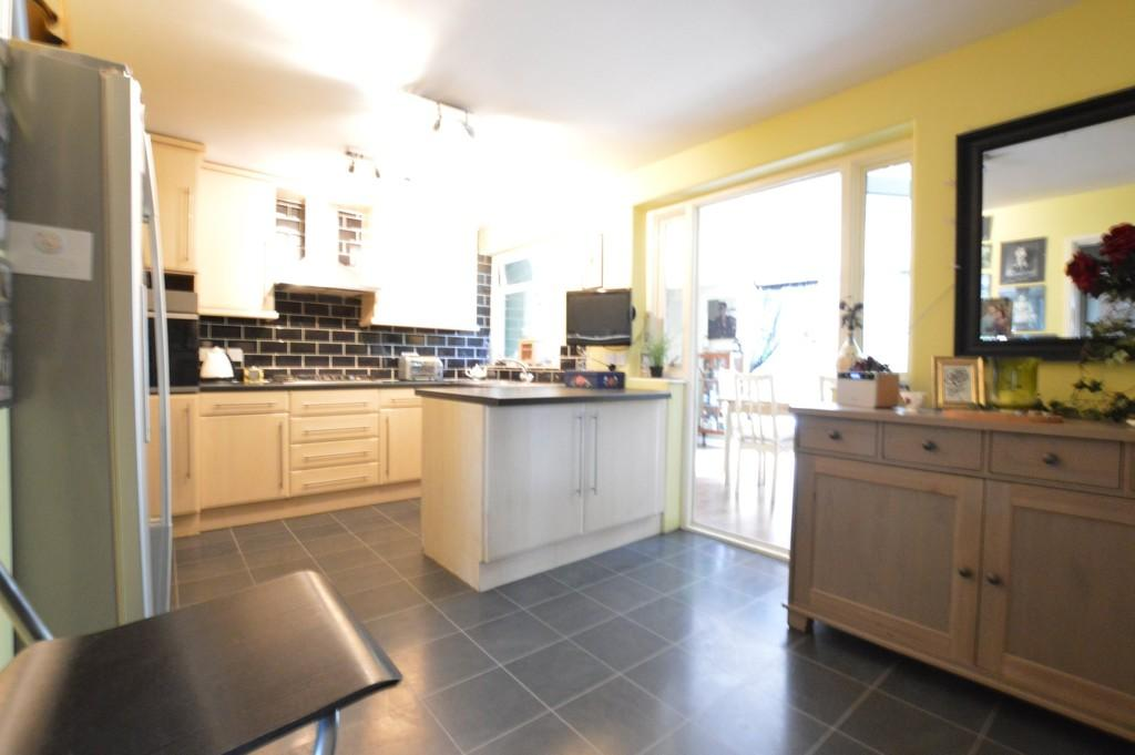 3 Bedrooms End Of Terrace House for sale in Well Hall Road, Eltham SE9