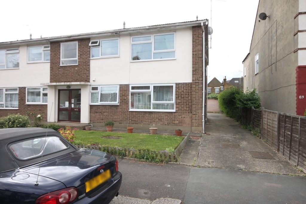 2 Bedrooms Ground Flat for sale in Wellington Avenue, Westcliff-on-Sea
