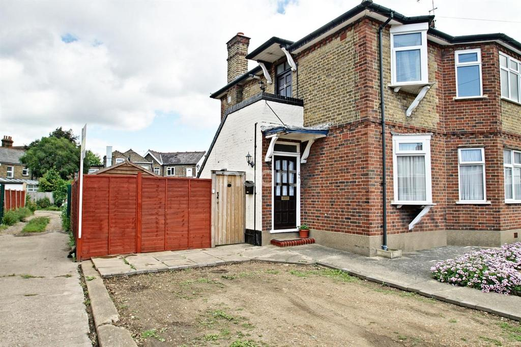 2 Bedrooms Flat for sale in Clarendon Road, Cheshunt