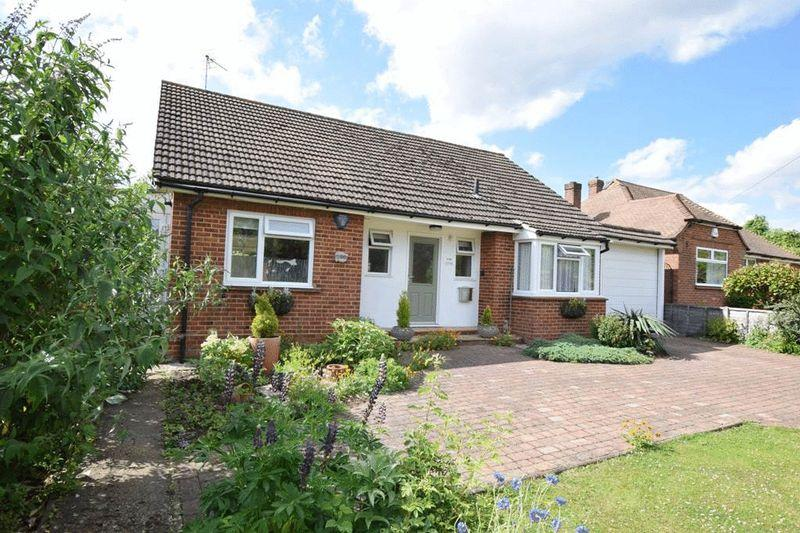 3 Bedrooms Bungalow for sale in Weavering Street, Bearsted