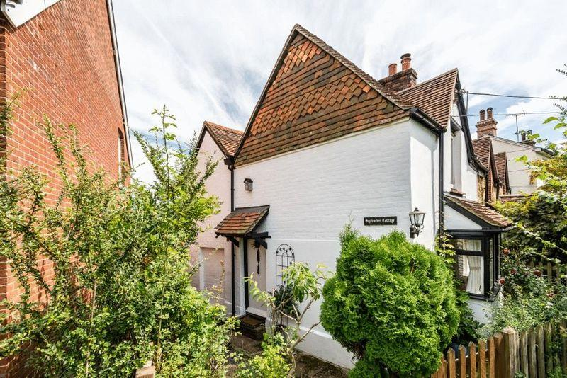 2 Bedrooms Semi Detached House for sale in MID HOLMWOOD, DORKING
