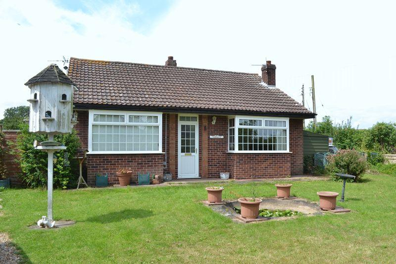 2 Bedrooms Detached Bungalow for sale in Lease Lane, East Halton