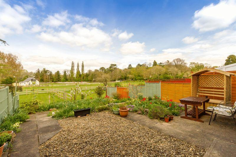 3 Bedrooms Semi Detached House for sale in Meadow Close, Oxford