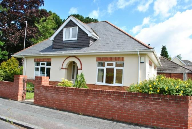 3 Bedrooms Bungalow for sale in Redhill Drive, Redhill