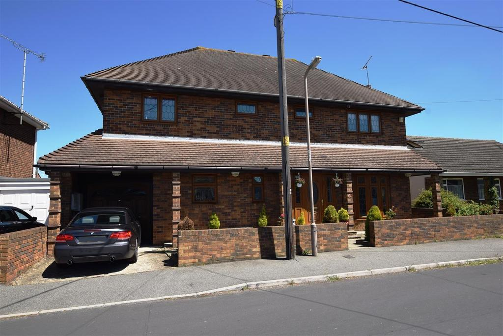5 Bedrooms Detached House for sale in Waarden Road, Canvey Island