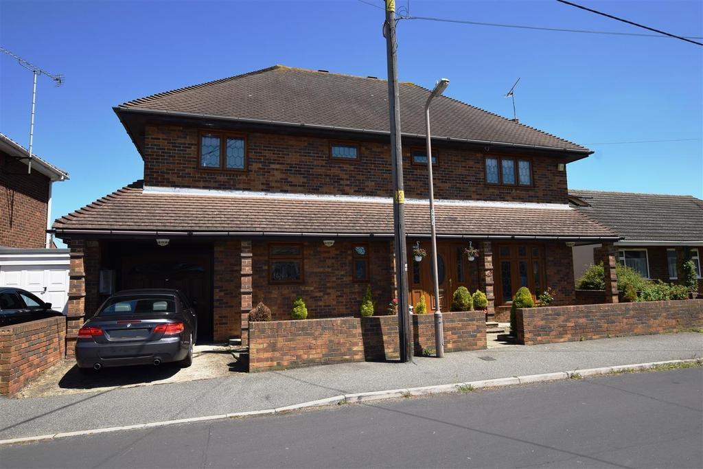 5 Bedrooms Detached House for sale in Waarden Road, Canvey Island