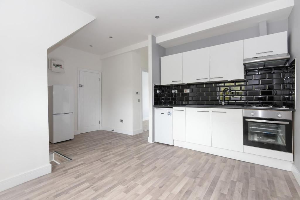 2 Bedrooms Flat for sale in Woodland Road, Crystal Palace, SE19