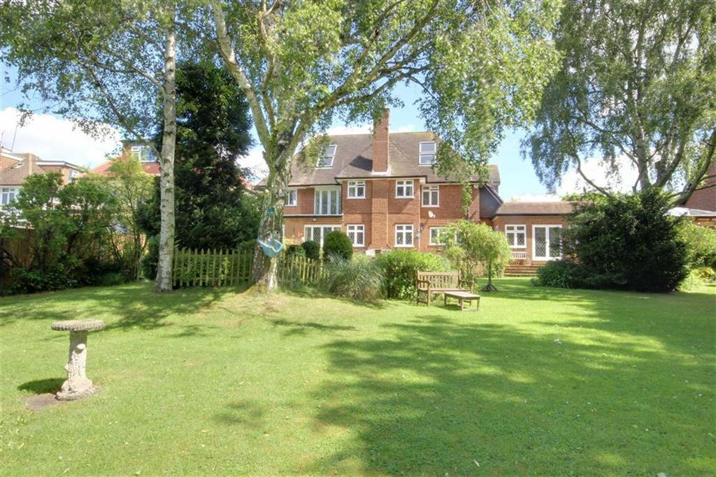 6 Bedrooms Detached House for sale in Great North Road, Bell Bar, Hertfordshire