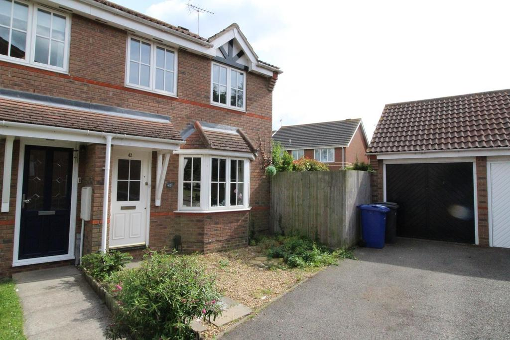 3 Bedrooms Semi Detached House for sale in Cherry Tree Drive, South Ockendon, RM15