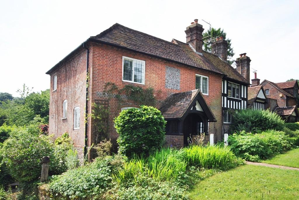 3 Bedrooms Semi Detached House for sale in Blackdown Lane, Haslemere, GU27