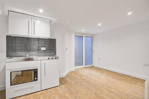 House to rent - The Parade, Upper Brockley Road, London, SE4