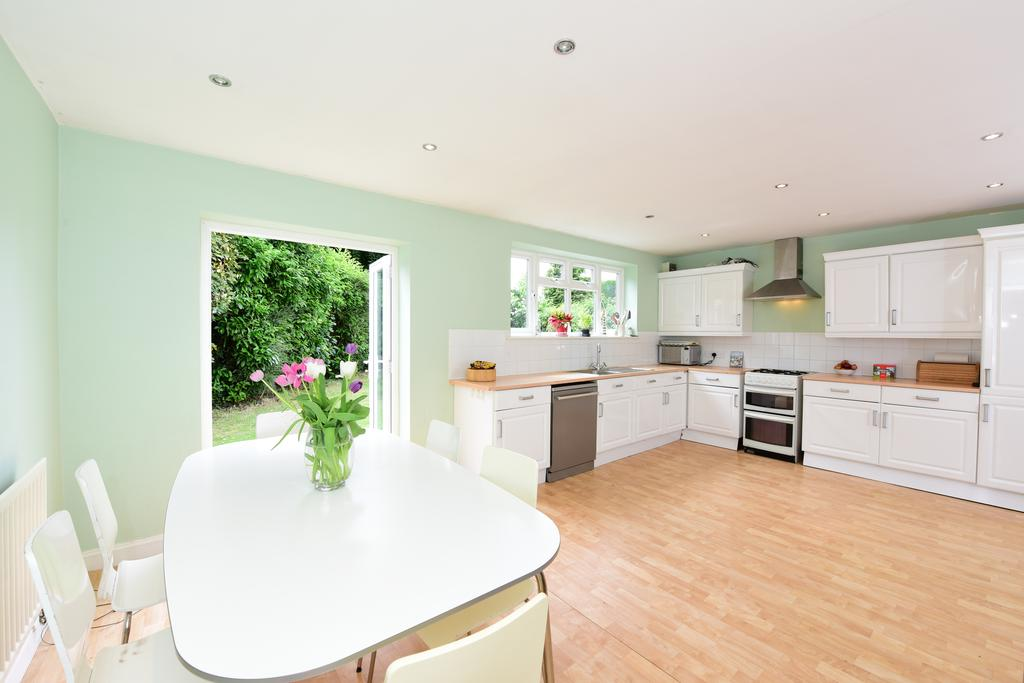 5 Bedrooms House for sale in Crossway, WALTON ON THAMES KT12