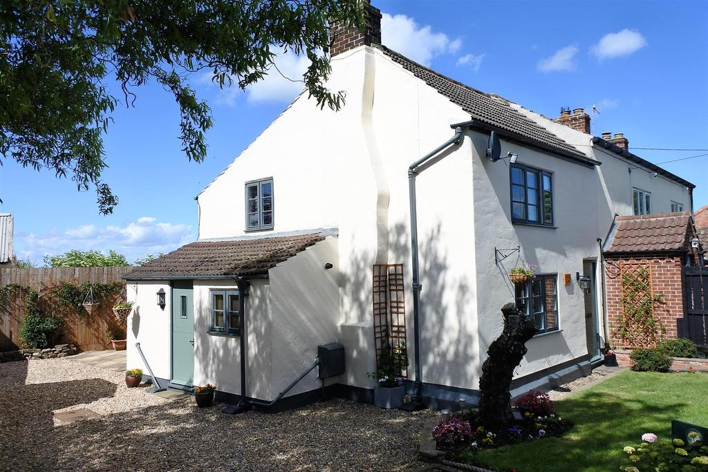 2 Bedrooms Semi Detached House for sale in Morton On Swale, Northallerton