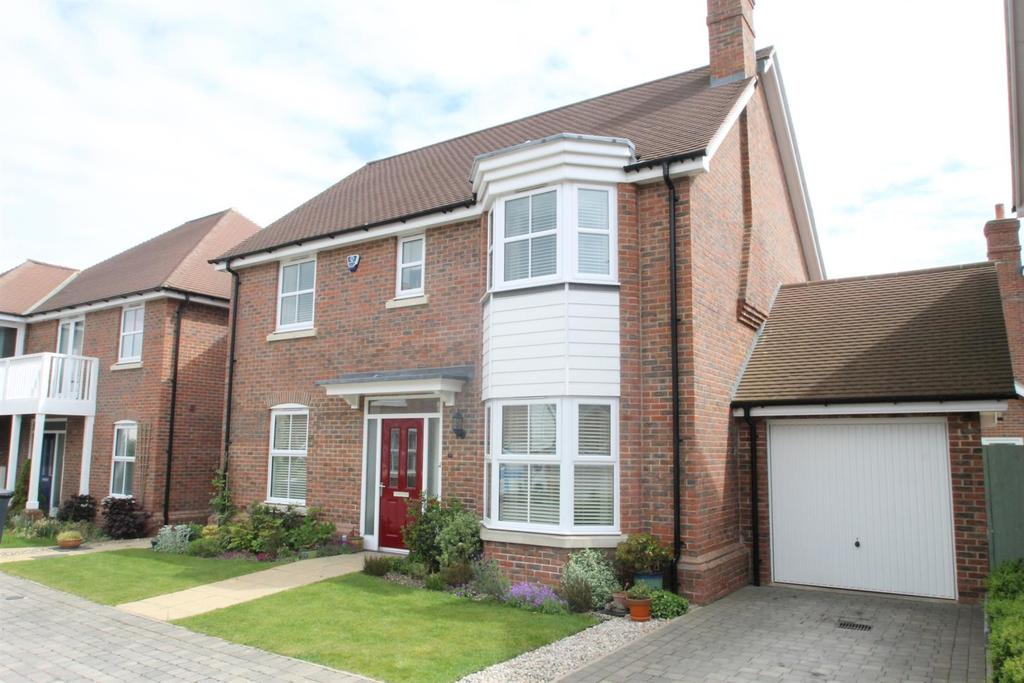 4 Bedrooms Detached House for sale in Atlas Close, Kings Hill, West Malling