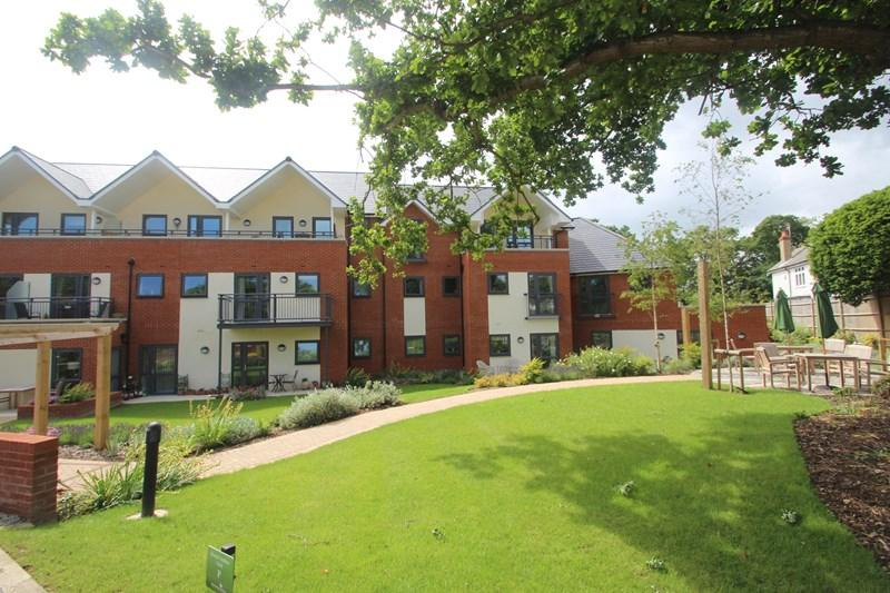 2 Bedrooms Retirement Property for sale in Hamble Lane, Hamble, Southampton