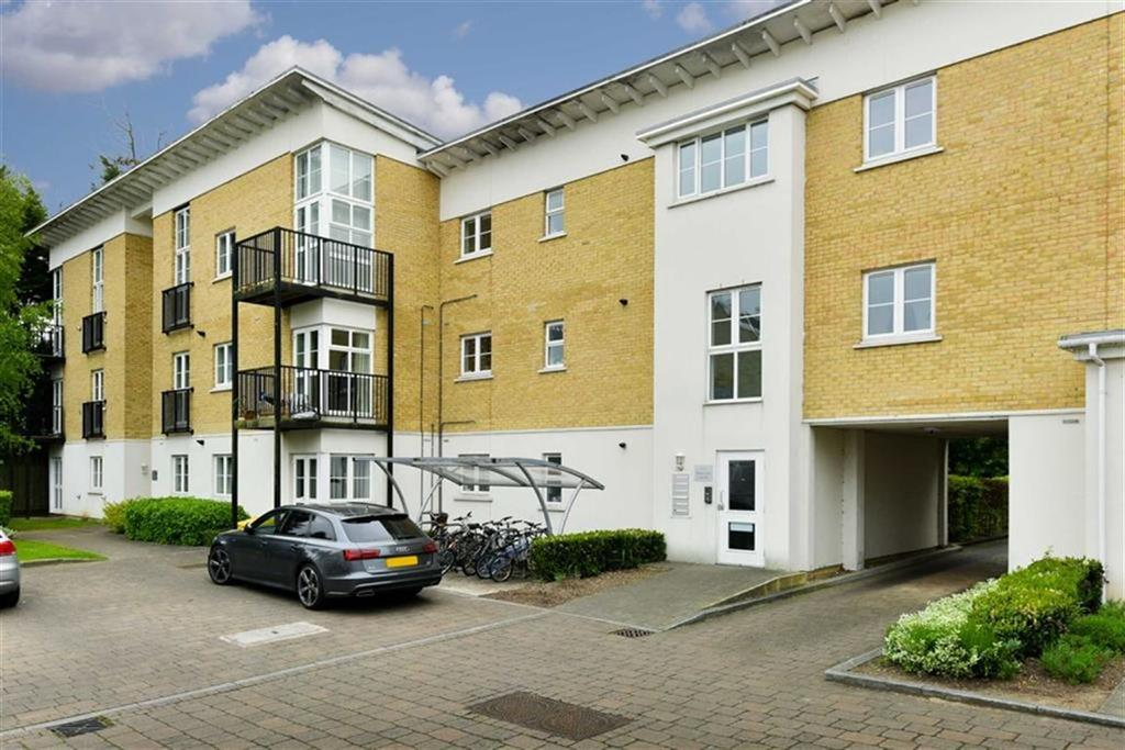 1 Bedroom Flat for sale in Queens Court, Epsom, Surrey
