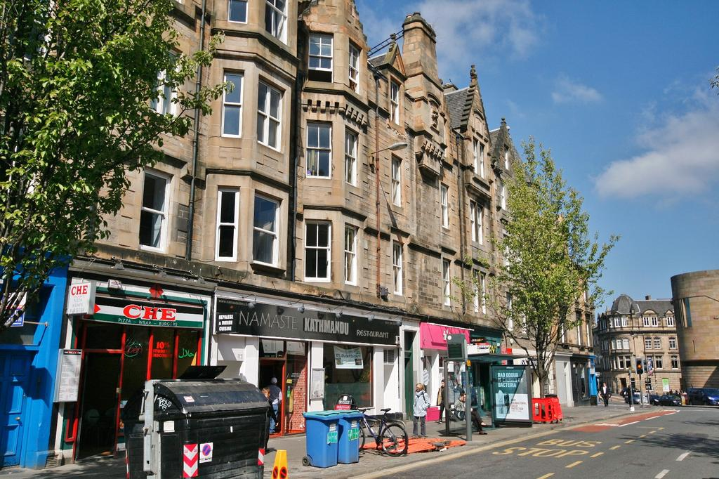2 Bedrooms Flat for sale in 15/2 Forrest Road, Old Town, Edinburgh EH1 2QH