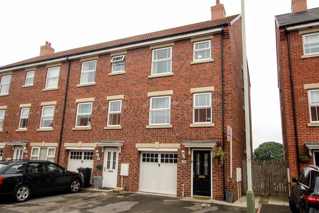 4 Bedrooms Town House for sale in Merrybent Drive, Merrybent, Darlington