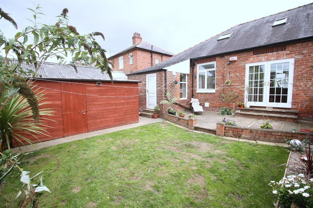 2 Bedrooms Semi Detached Bungalow for sale in Barmpton Lane, Darlington