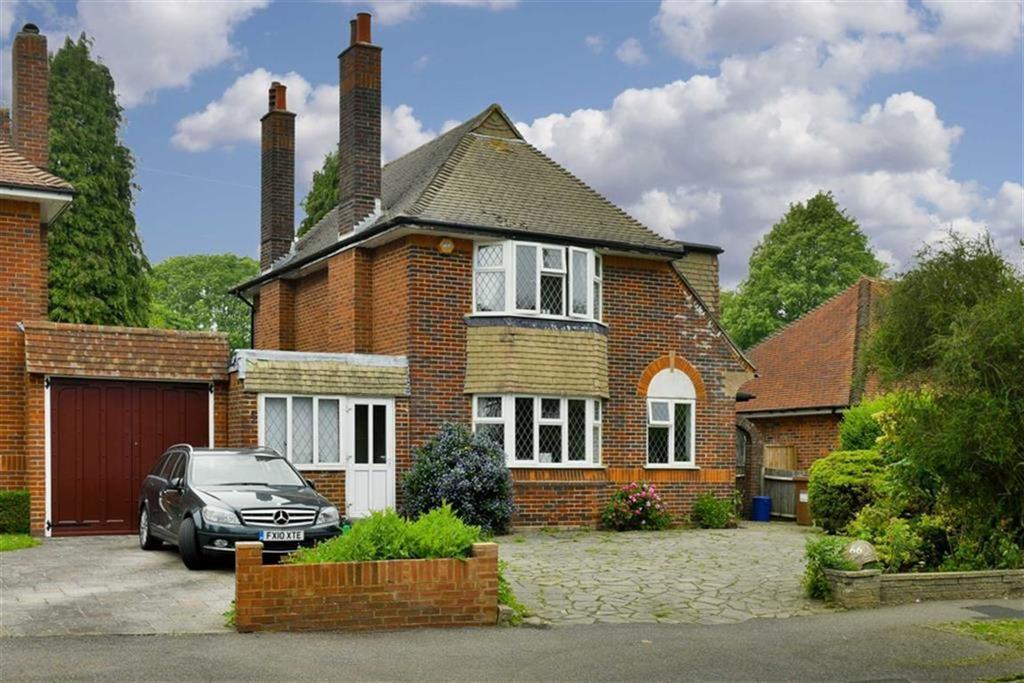 4 Bedrooms Detached House for sale in Tattenham Way, Tadworth, Surrey