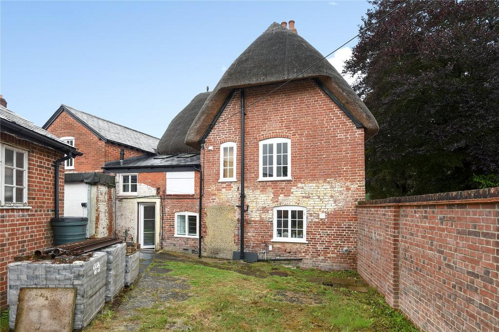 5 Bedrooms Detached House for sale in High Street, Upavon, Wiltshire
