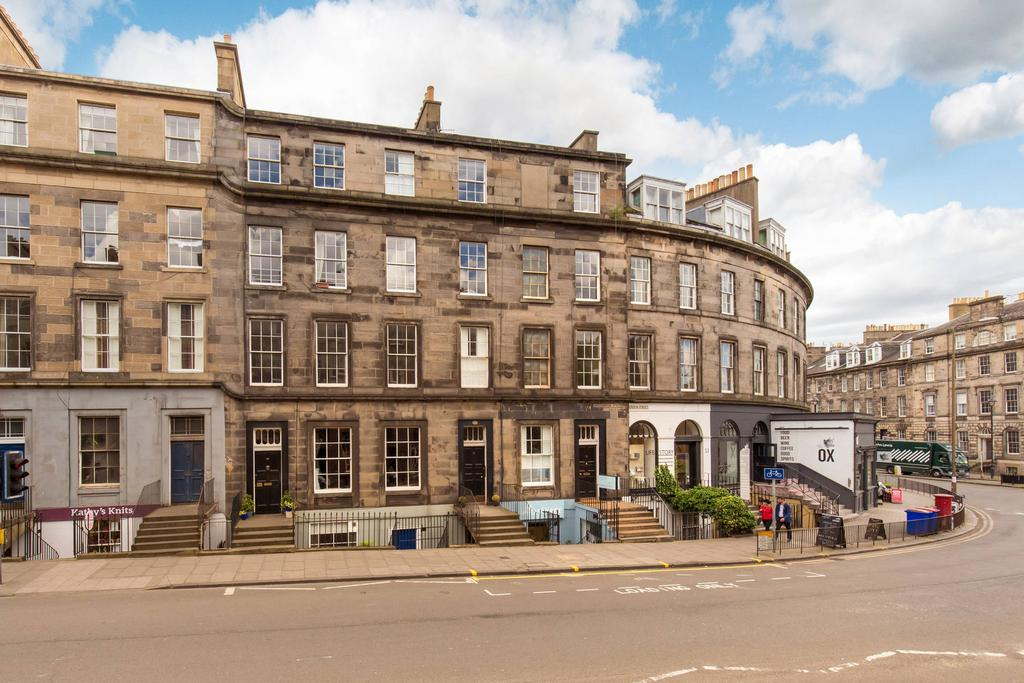 2 Bedrooms Flat for sale in 72 2F2 Broughton Street, New Town, EH1 3SA