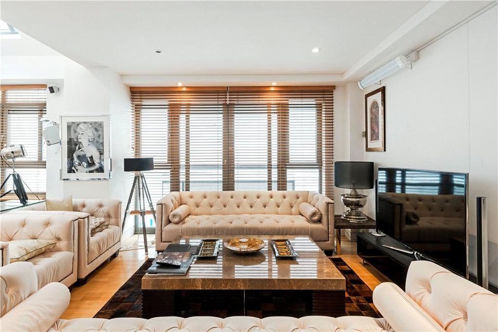 2 Bedrooms Maisonette Flat for sale in Rose Crown Yard, London, SW1Y