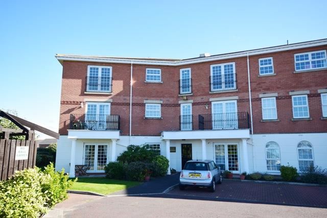 2 Bedrooms Apartment Flat for sale in New Hampshire Court, Lytham St Annes, FY8