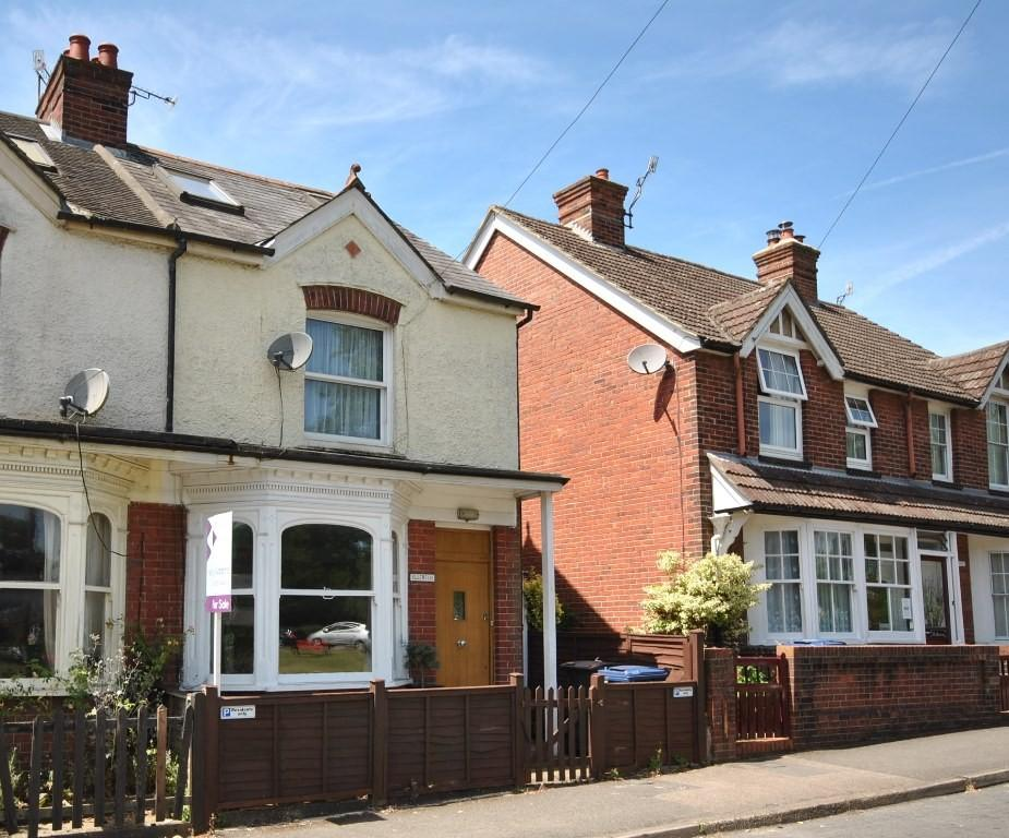 3 Bedrooms End Of Terrace House for sale in Saint Christopher's Green, Haslemere, GU27
