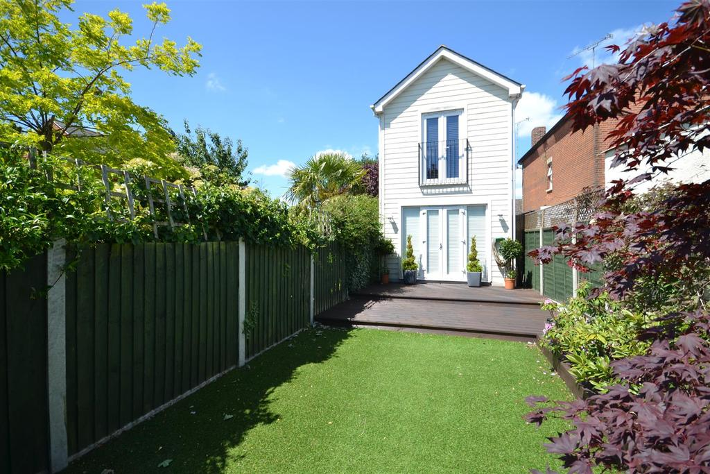 2 Bedrooms Detached House for sale in Station Road, Burnham-On-Crouch